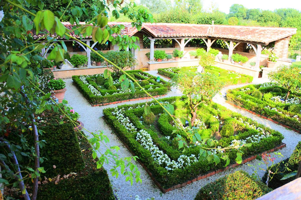 Le cloître du Jardin du Bâtiment à Thiré