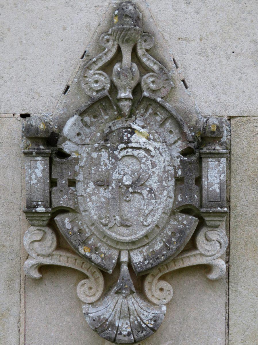 Château-du-Fougeroux,-fontaine-dessinée-par-Octave-de-Rochebrune