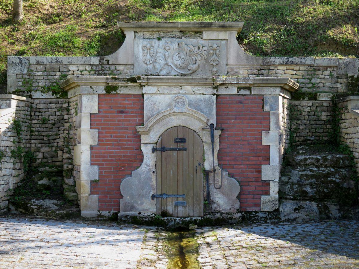 Fontaine-Saint-Martin_Saint_Michel_en_lherm